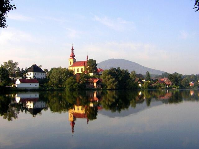 Pohled na Holany přes Holanský rybník