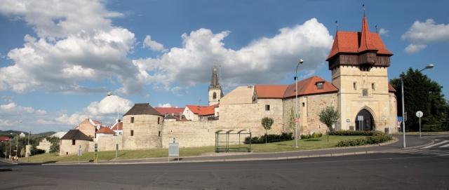 Pohled na hradby se Žateckou bránou
