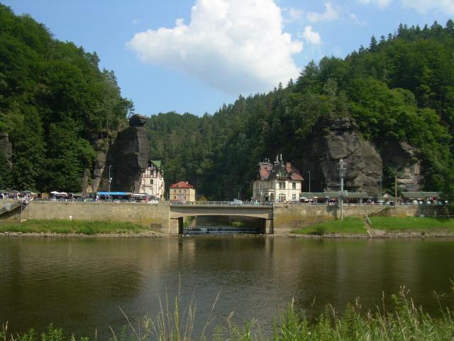 Pohled na obec z německého břehu