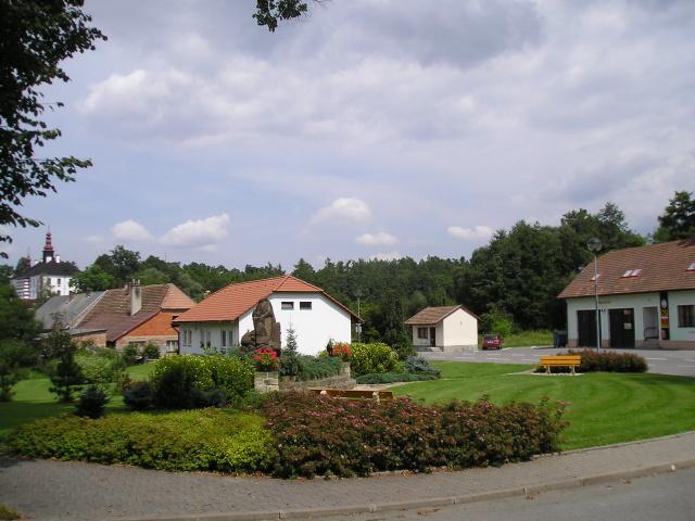 Náves obce Podbřezí