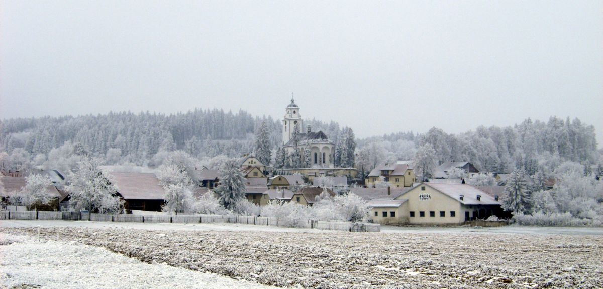 OBEC NETÍN - zimní panorama