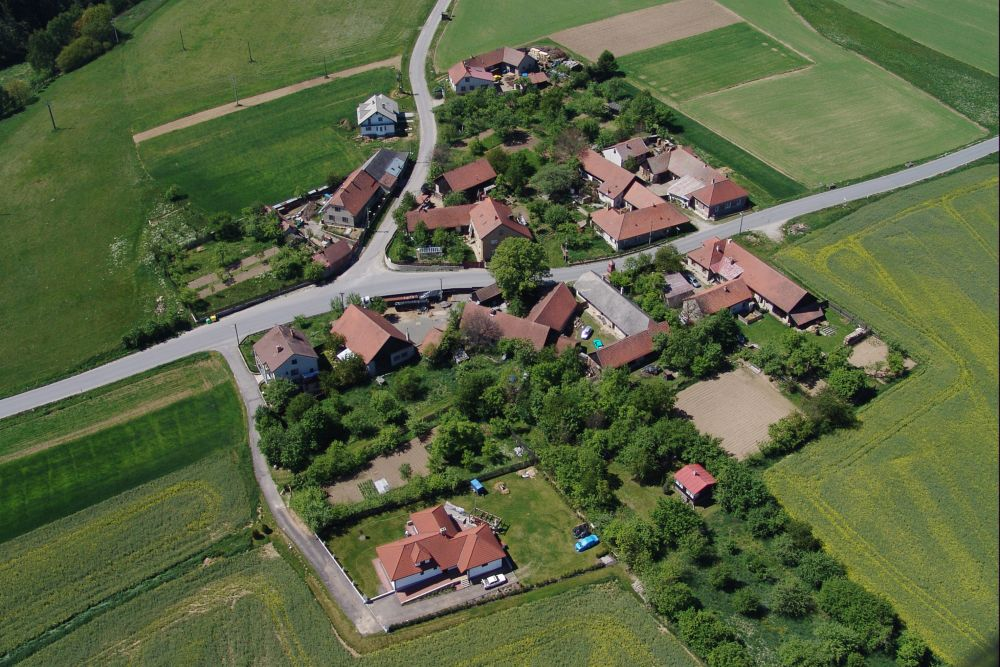 OBEC NETÍN - místní část Záseka - letecký snímek