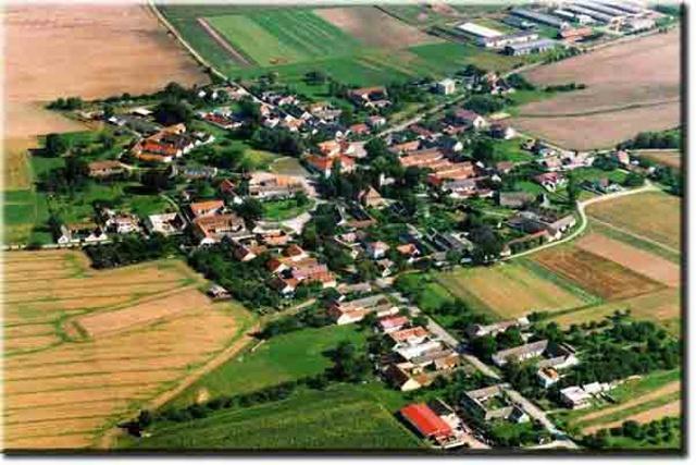 Letecký snímek obce Dunajovice