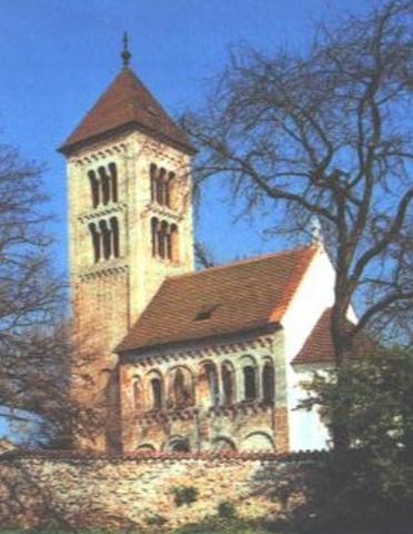 Románský kostel Sv. Jakuba v Jakubě