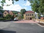 Škola a náměstí